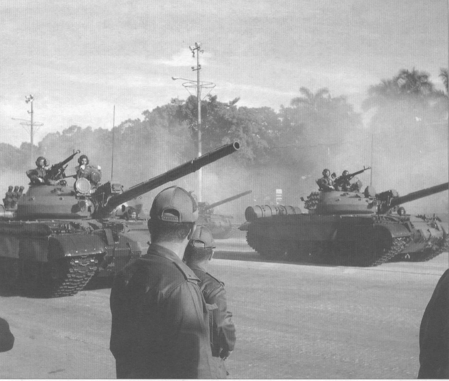 Кубинские танки Т-62М на военном параде