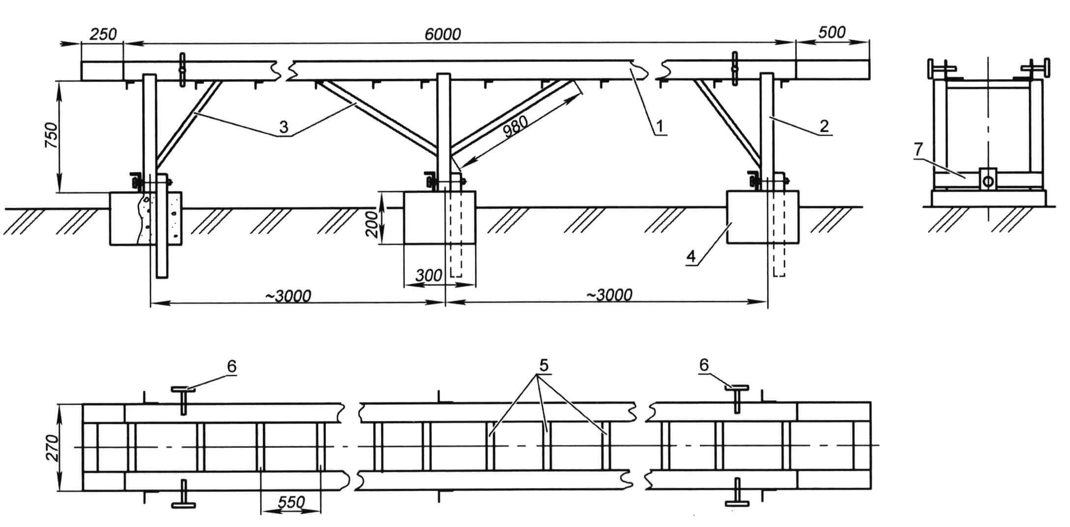 Стол для укладки бруса: 1 - «рельса» (уголок 50x50мм, 2 шт.); 2 - ножка стола, (уголок 80x50 мм, 6 шт.); 3 - раскосы (8 шт.); 4 - бетонный фундамент; 5 - поперечина верхняя (уголок 32x32 мм, 12 шт.); 6 - зажим для бруса (4 шт.); 7 - поперечина нижняя (3 шт.)