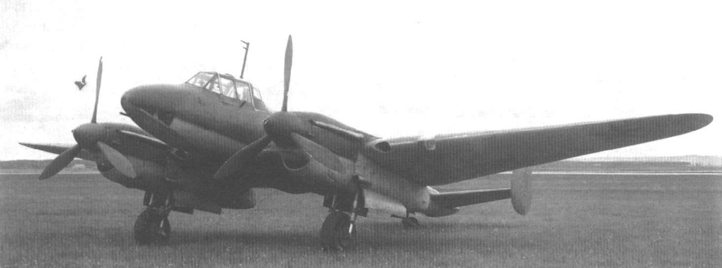Пе-3бис (заводской № 40100) выпуска завода № 39 с двумя пулеметами УБК под центропланом