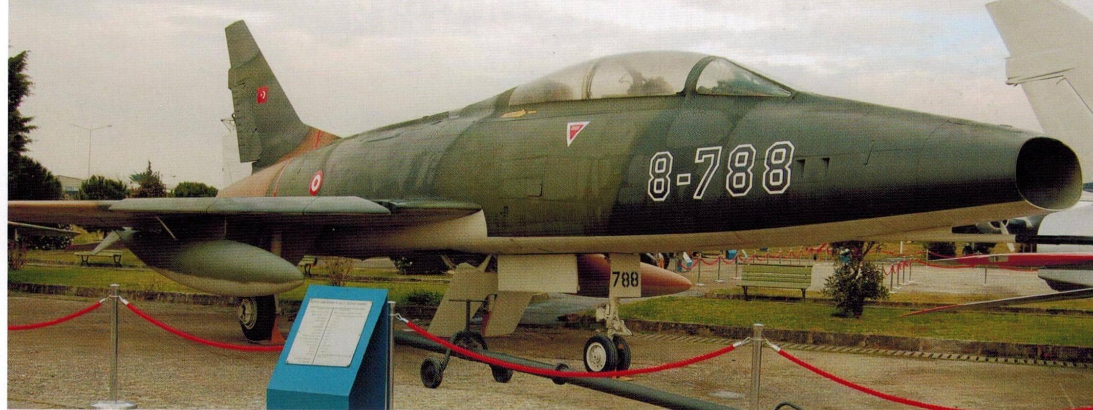 Истребитель Норт Америкэн F-100D «Супер Сейбр»