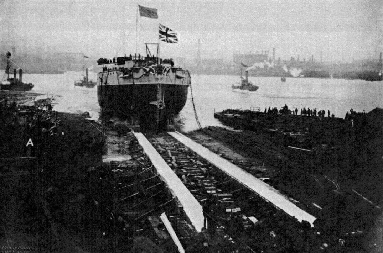Момент схода со стапеля на воду броненосца «Виктория». Торжественная церемония проводилась 9 апреля 1887 года при большом стечении публики