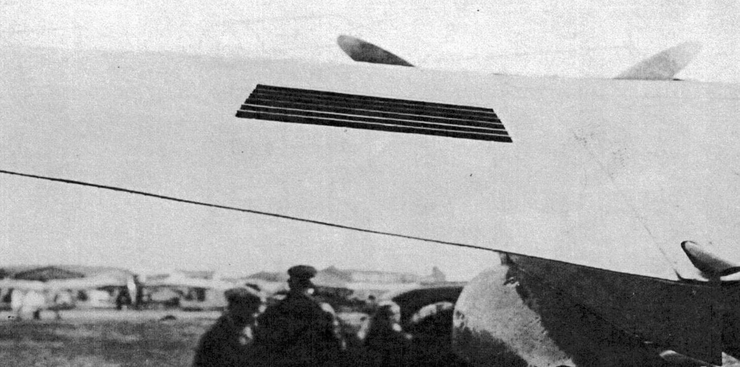 Выходные жалюзи канала водорадиатора в крыле бомбардировщика СБ-РК