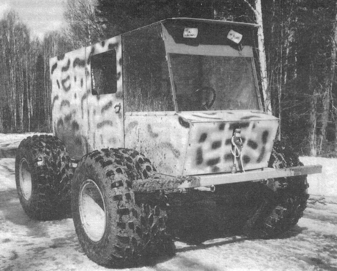 Сначала был изготовлен прототип, на котором отрабатывалась компоновка агрегатов и конструкция трансмиссии будущей машины