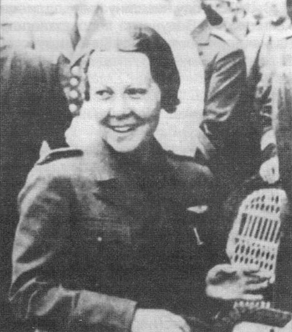 Турецкая летчица Сабиха Гекчен