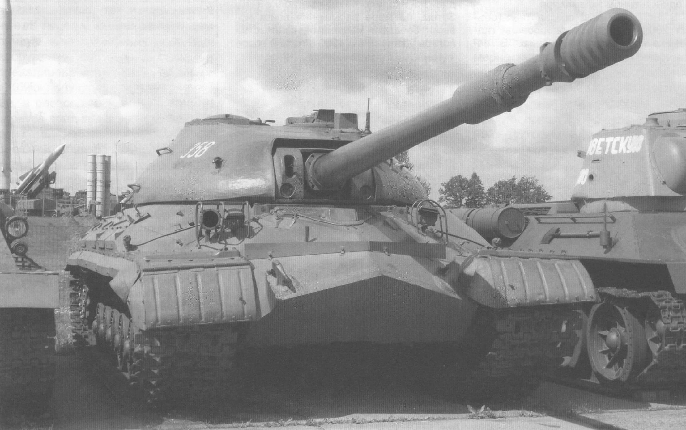 Танк Т-10М в экспозиции музейного комплекса «Линия Сталина», Минская область