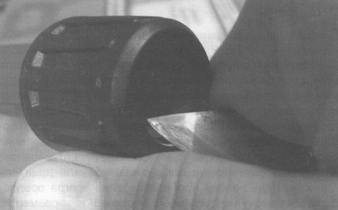 Снятие фаски со стыковочного кольца ножом-«косяком»
