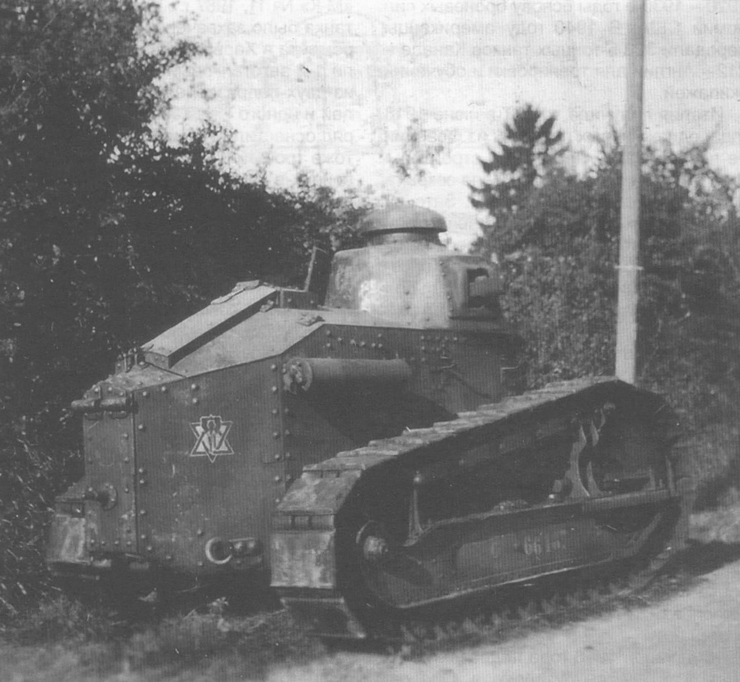 Вид танка FT-17 сзади-справа