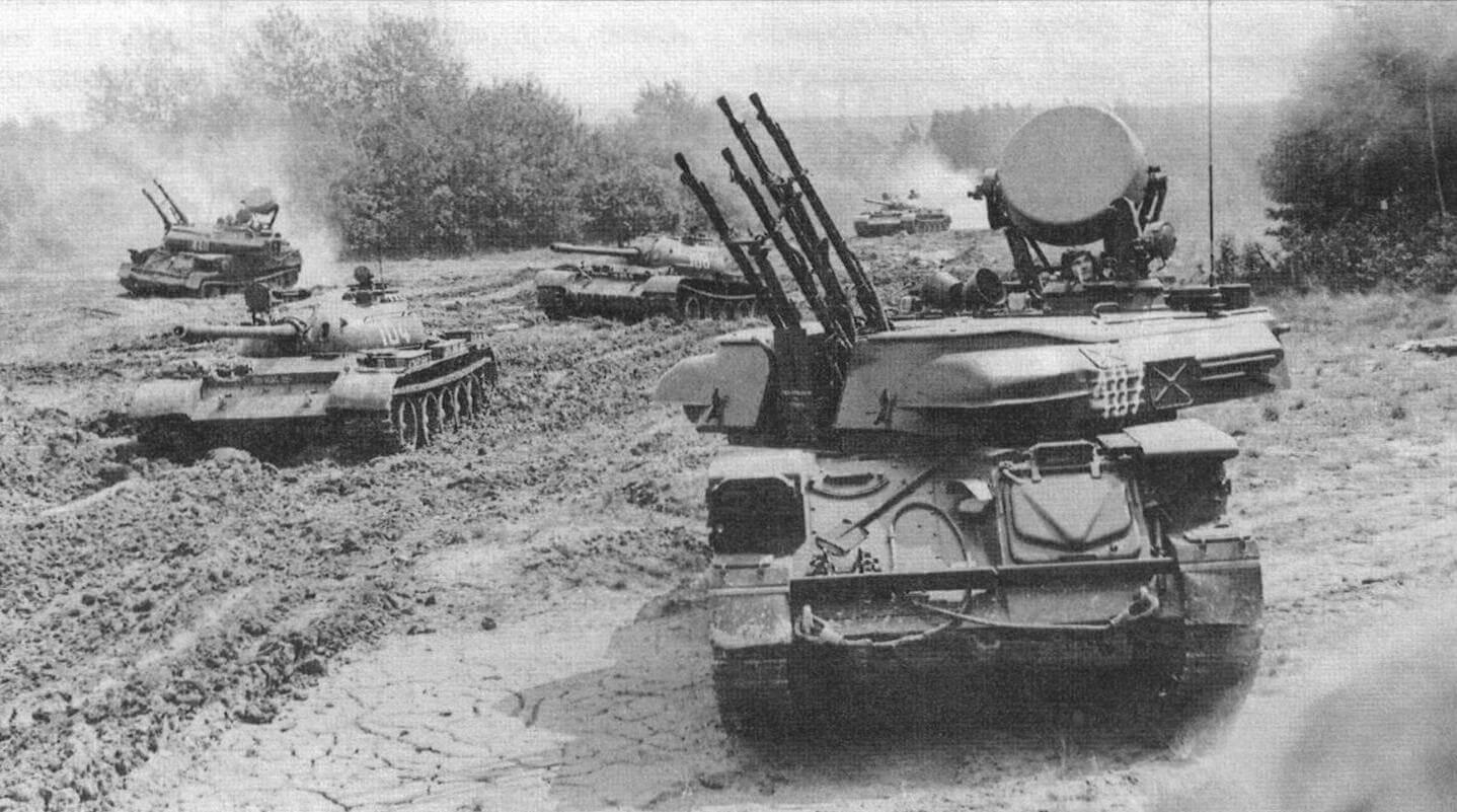«Шилки» ЗСУ-23-4В1 прикрывают танковую колонну на марше, сентябрь 1973 года