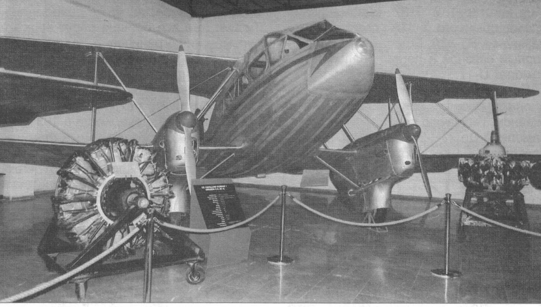Легкий транспортный самолет DH.89B «Домнни», военный вариант известного «Дрэгон Рэпида». Нанесены турецкие опознавательные знаки