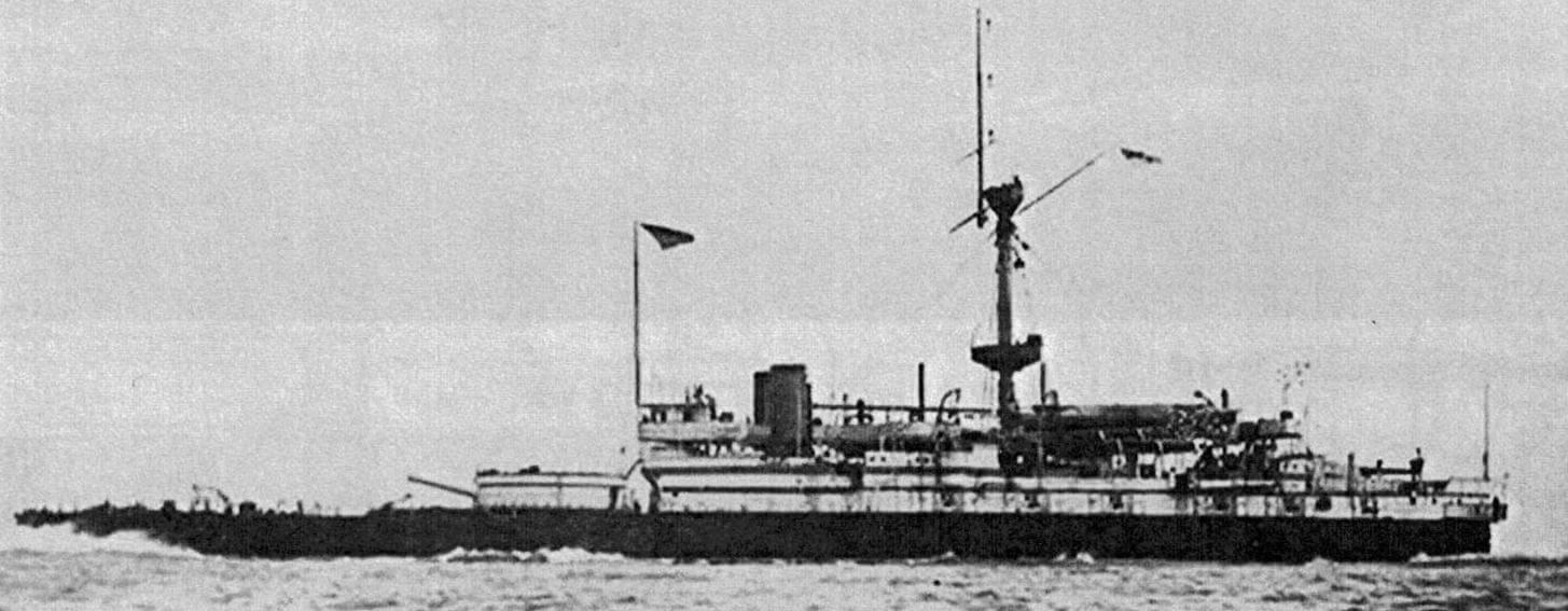 Броненосец «Виктория» на переходе в водах Средиземного моря, еще до проведения ремонта в июле-августе 1890 года