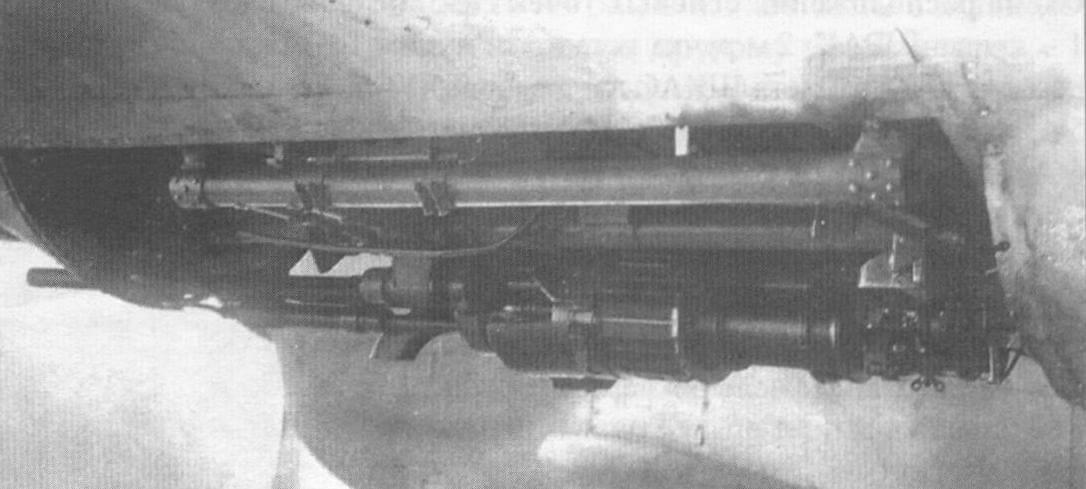 Подфюзеляжная установка пушки ШВАК на самолете Пе-3 завода № 22 в боевом положении