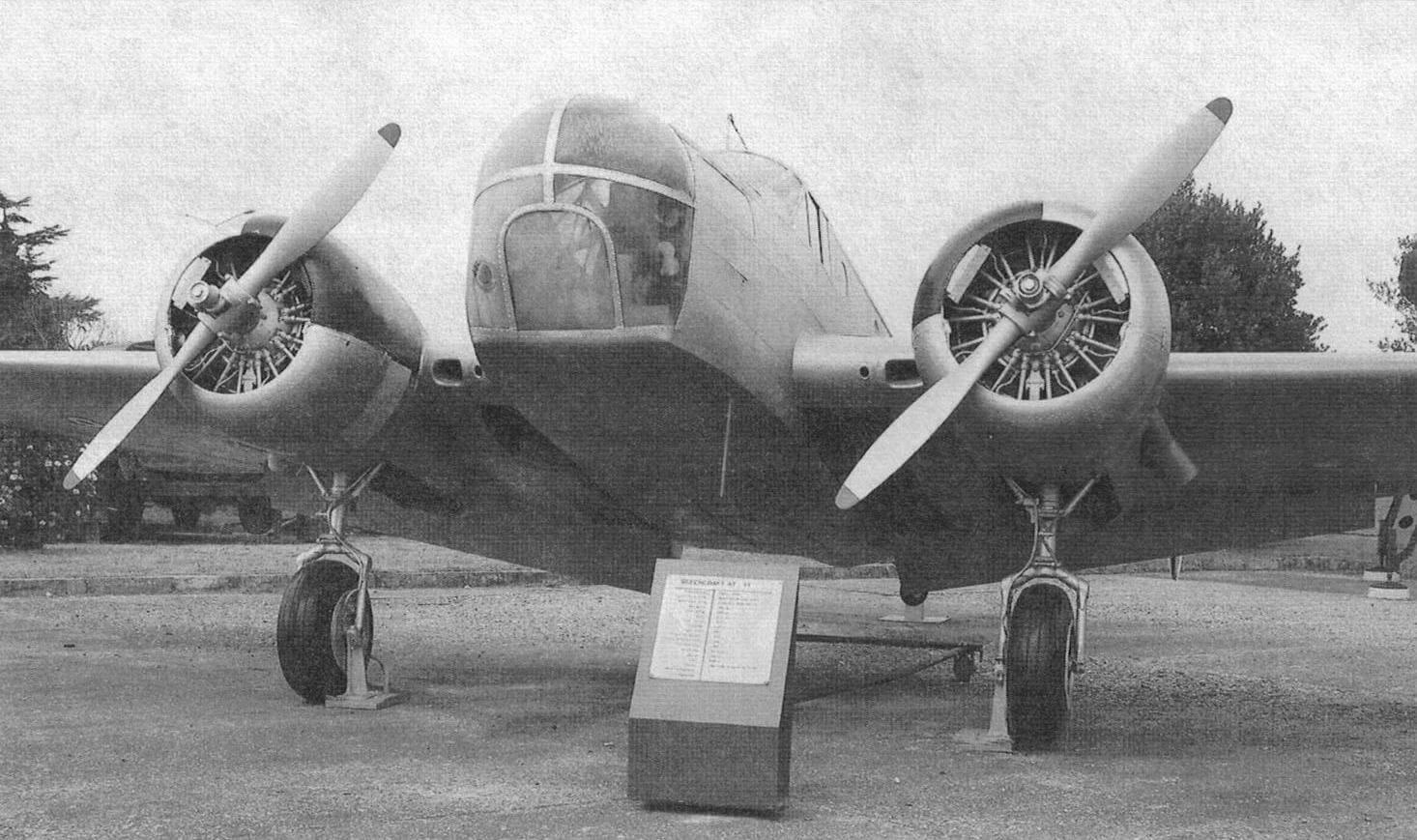 Американский учебный самолет Бичкрафт АТ-11