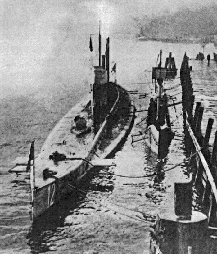 Первая «авианесущая» подводная лодка - германская U-12