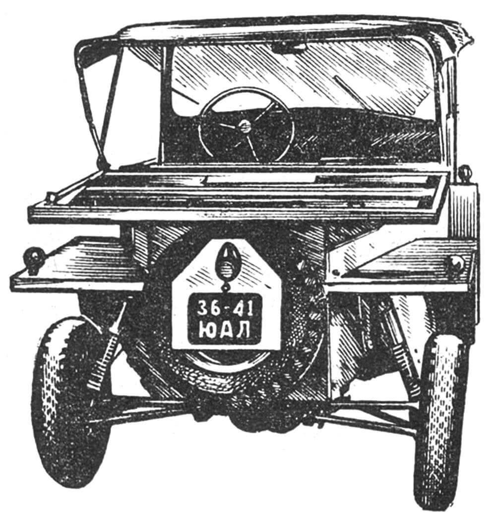 Микроавтомобиль конструкции профессора А.Г. Игнатова (вид сзади).