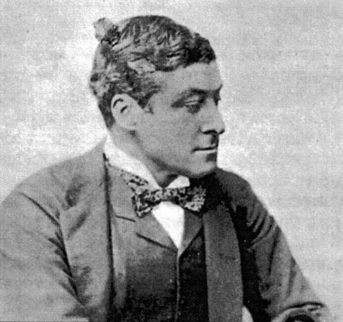 Командир броненосца Виктория кэптен Бурк. По решению трибунала, заседавшего на Мальте в феврале 1892 года, он был признан частично виновным в посадке корабля на мель
