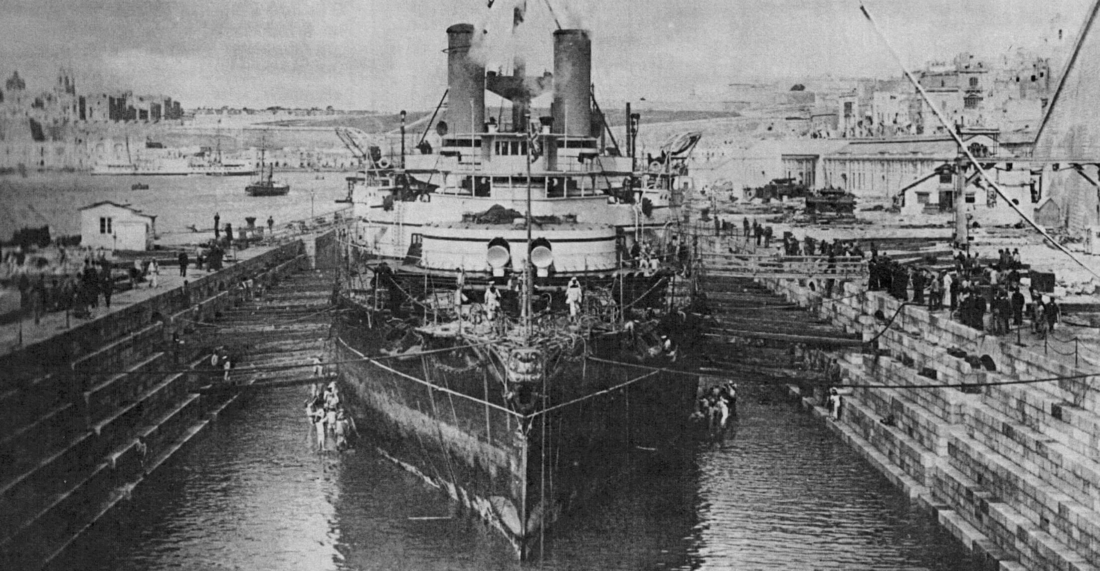 Постановка броненосца «Виктория» в док Гамильтона, 12 февраля 1892 г.