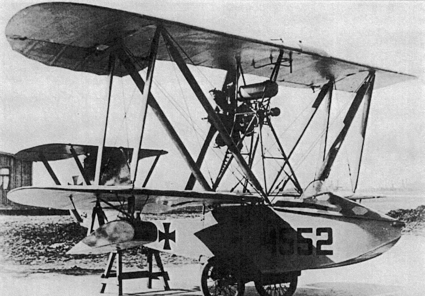 Первый в мире самолет, специально созданный для базирования на подводном корабле - германская летающая лодка Hansa-Brandenburg W.20