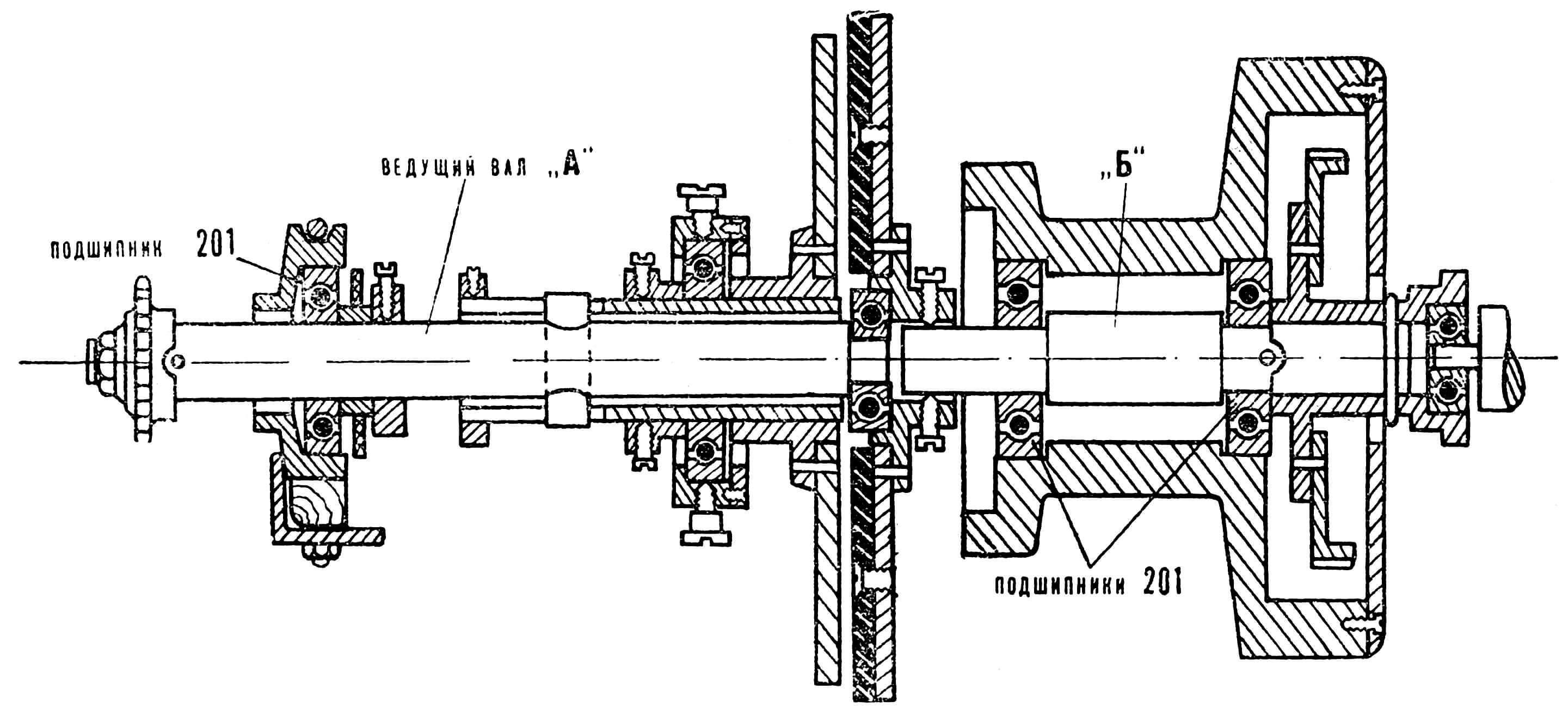 Рис. 5. Чертеж узла двигателя с трансмиссией: А — ведущий вал, Б — вал, установленный вместо вала сцепления с муфтой.