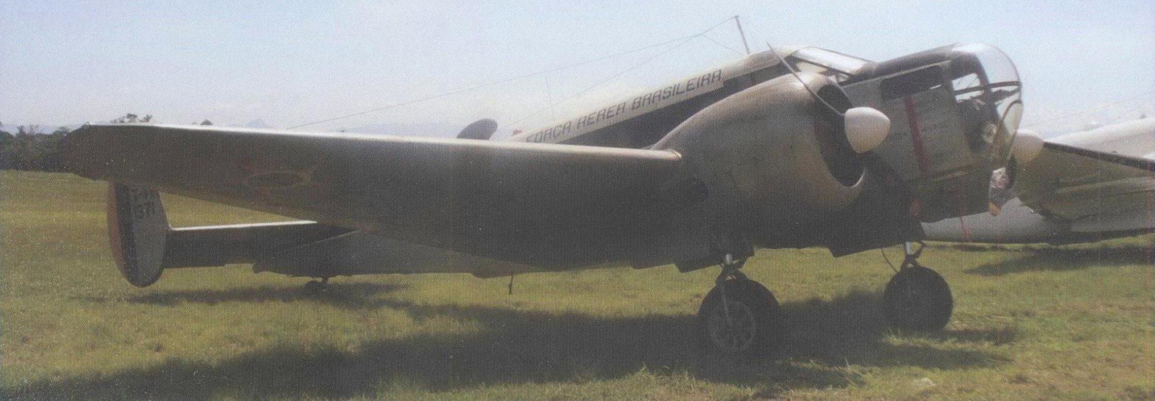 Учебный самолет Бичкрафт АТ-11