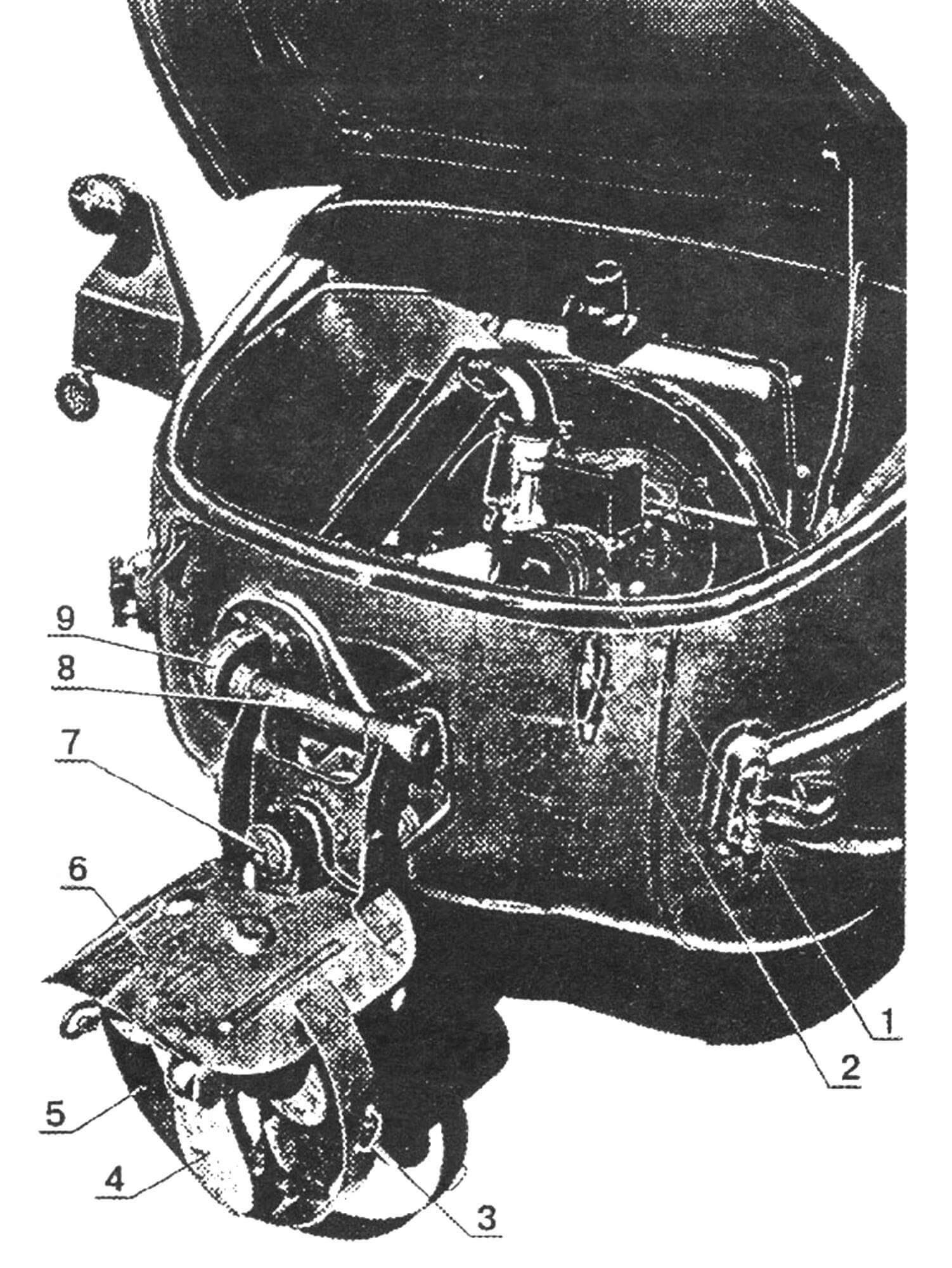 Откидная колонка гребного винта и моторный отсек: 1 — двигатель; 2 — замок капота; 3 — петля крепления колонки в поднятом положении; 4 — винт гребной; 5 — кольцо защитное; 6 — козырек антикавитационный; 7 — корпус ведущего вала колонки; 8 — ось вращения колонки; 9 — кожух звездочки механизма подъема колонки.