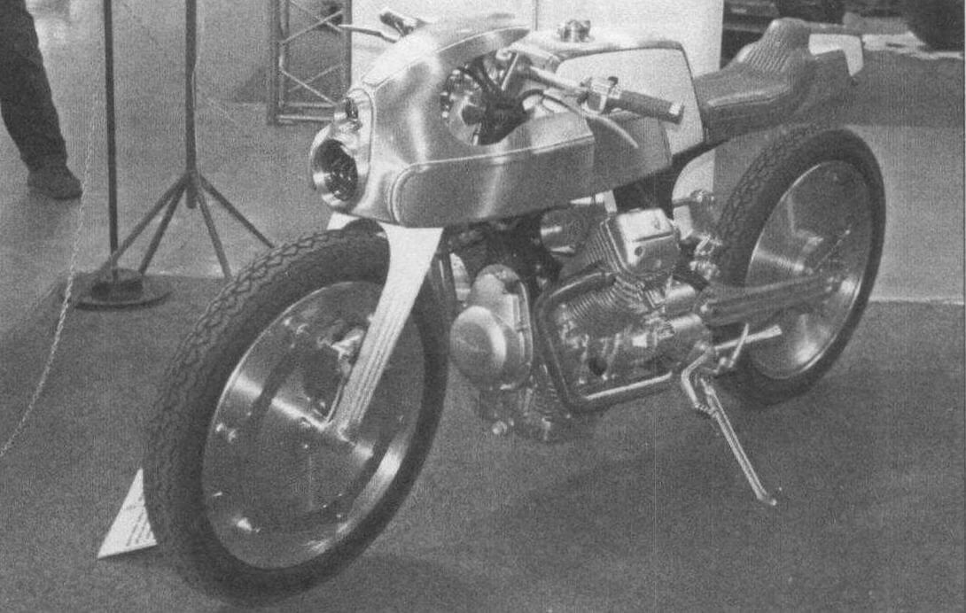 Мотор от Moto Guzzi Breva V 750 - главный силовой элемент очередного шедевра от Юрия Шифа
