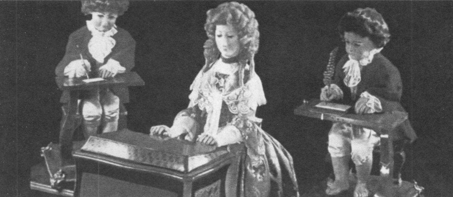 Механические куклы Пьера Жаке Дро умели музицировать, писать и рисовать. В конструкции «Писаря»использовалось более 4000 деталей