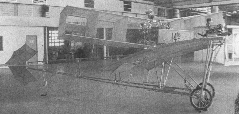 Модель необычного биплана, созданная Сантос-Дюмоном в начале прошлого века