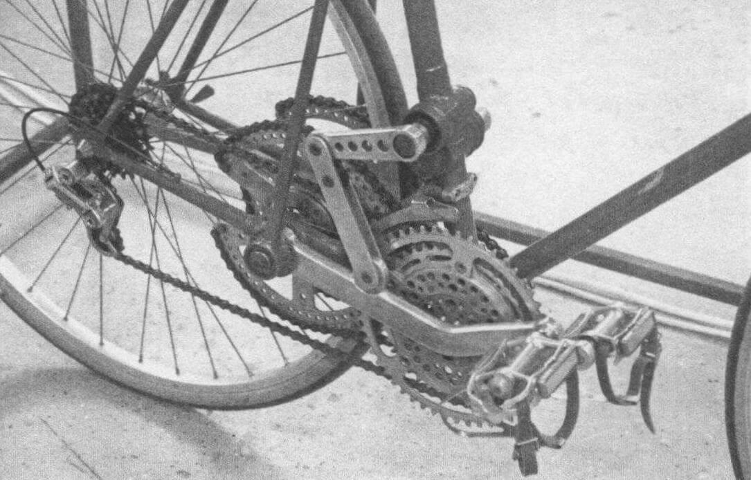 Андрей Мятиев показал велосипед без... привычного педального привода. На нем катаются, переступая ногами
