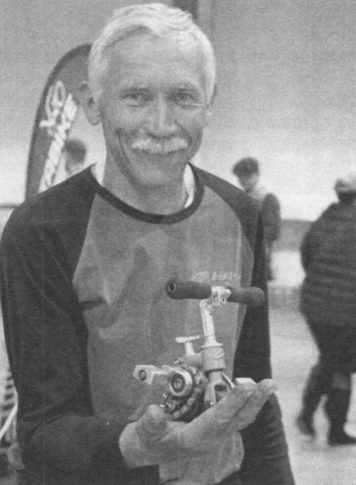 Сергей Дашевский увлекается созданием микровелосипедов. Примечательно, что он на них умеет ездить!