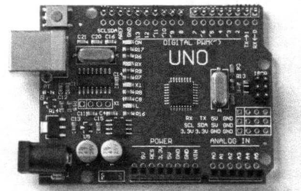 Одна из версий плат Arduino, в данном случае - это исполнение Uno. Еще есть Mega, Nano и Mini - они отличаются размерами и некоторыми нюансами, но в целом функционально взаимозаменяемы
