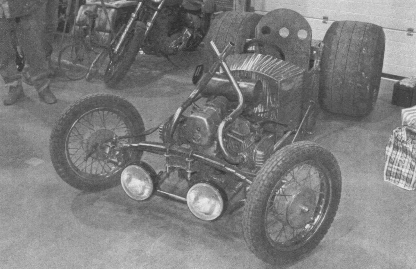 Энтузиасты из мастерской «Пушка Гараж» строят экстравагантный хот-род с мотором от мотоцикла «Днепр»