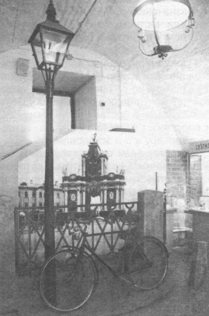 С изобретением фонарей освещение появилось и на транспорте, на велосипедах, например