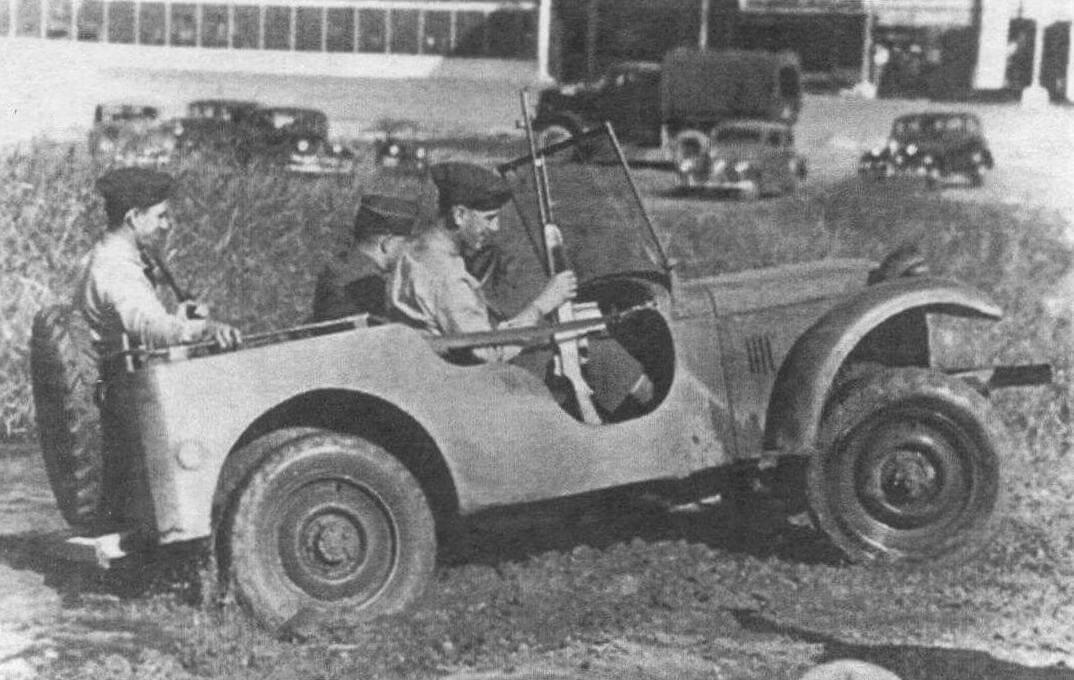 Седьмой вариант Bantam BRC-40 и его отреставрированный экземпляр этой машины на автошоу