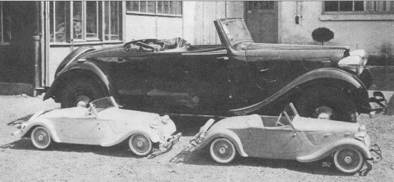 Во время официального визита во Францию в июле 1938 года короля Георга VI и его жены королевы Елизаветы их дочерям были подарены две куклы, у каждой из которых был кабриолет Traction, изготовленный с натуры кузовным ателье АЕАТ. Фотография сделана во дворе мастерской в Нейи