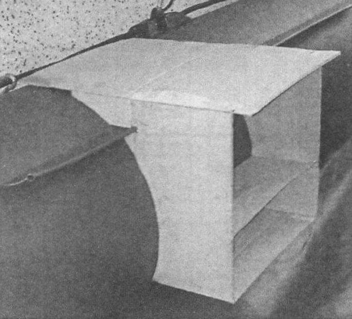 Чтобы столик в лодке стоял ровно, надо правильно рассчитать места отверстий под лик-трос