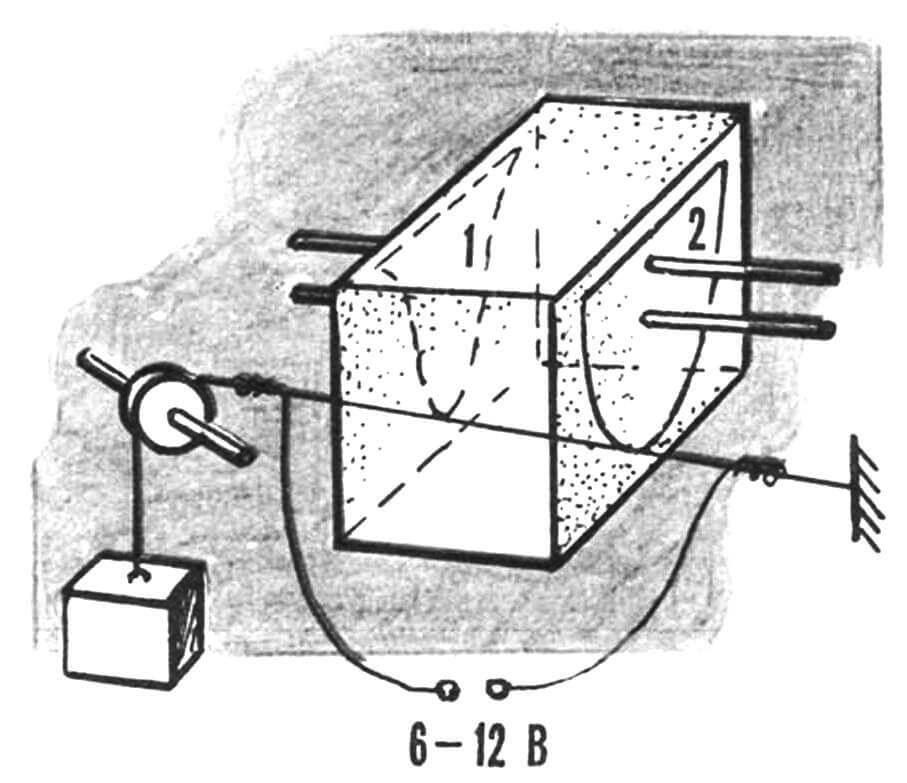 Обрезка пенопластового блока по шаблонам.