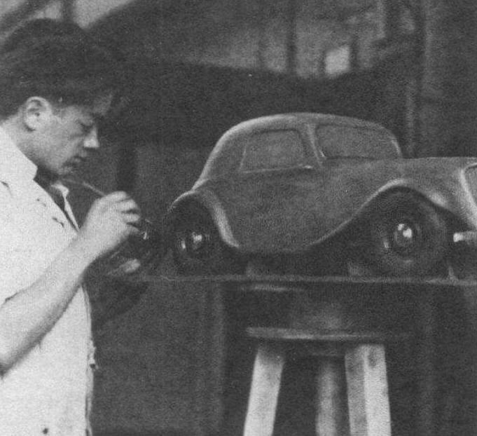 Как автомобильный дизайнер Фламинио Бертони набирался опыта в кузовных мастерских сначала в Италии, затем во Франции. За время работы в Citroen (1932 -1964 г.) он создал кузова Traction Avant, 2CV, Ami 6, однако всемирную славу ему принесла разработка DS