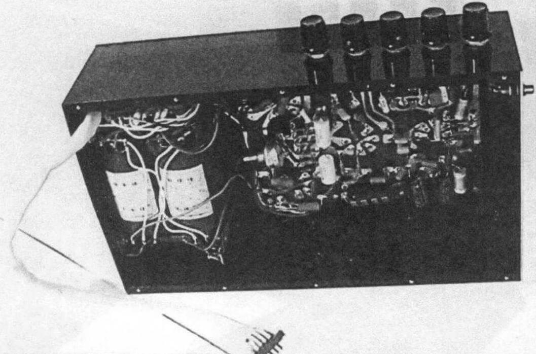 Компоновка трансформатора и планы усилителя в подвале шасси