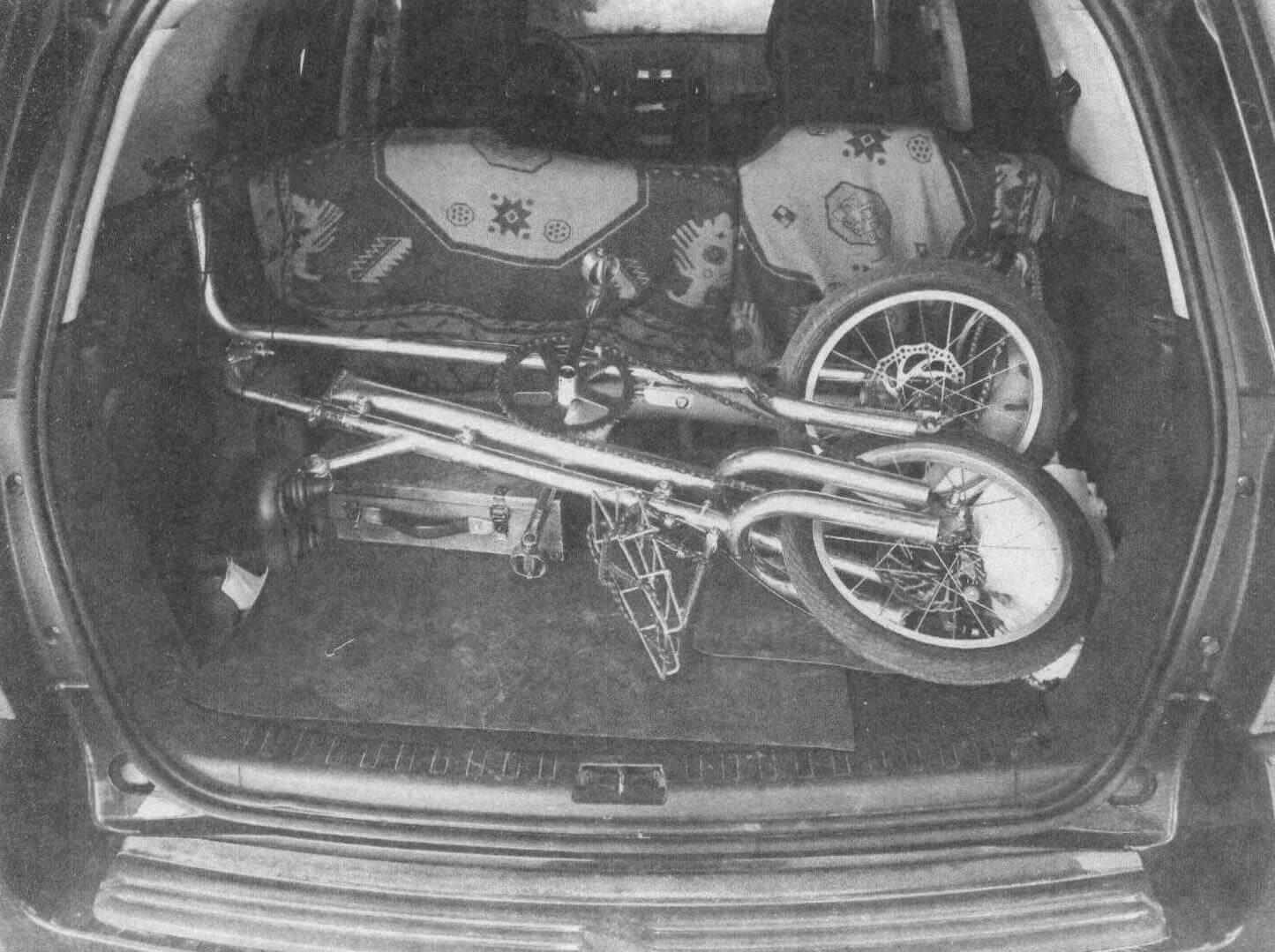 Велосипед легко сложить и без труда перевезти в багажнике легкового автомобиля
