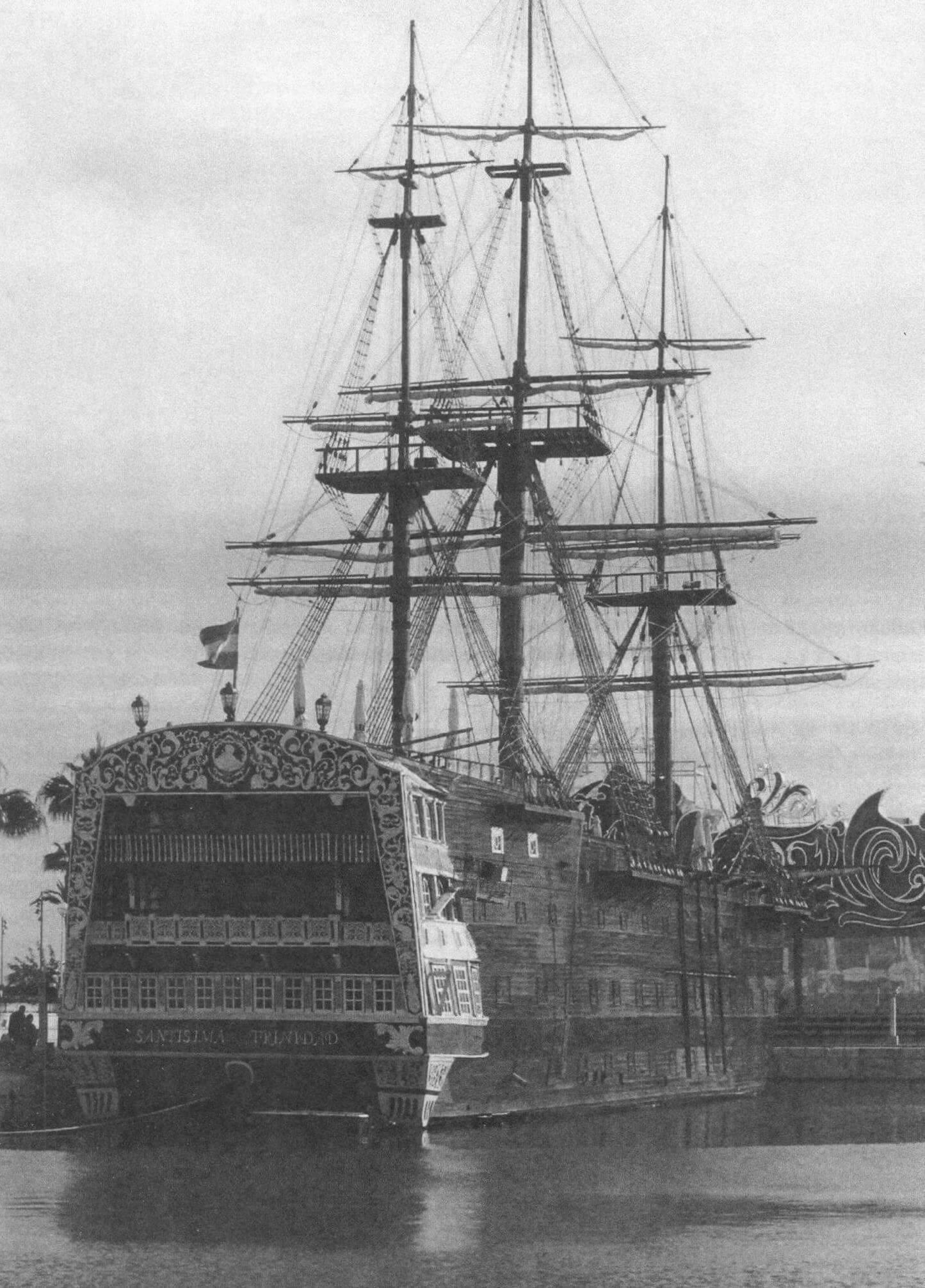 Реплика знаменитого корабля - развлекательный центр, имеющий весьма сомнительное сходство с оригиналом