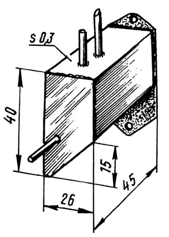 Топливный бак (спаивается из жести s0,3).