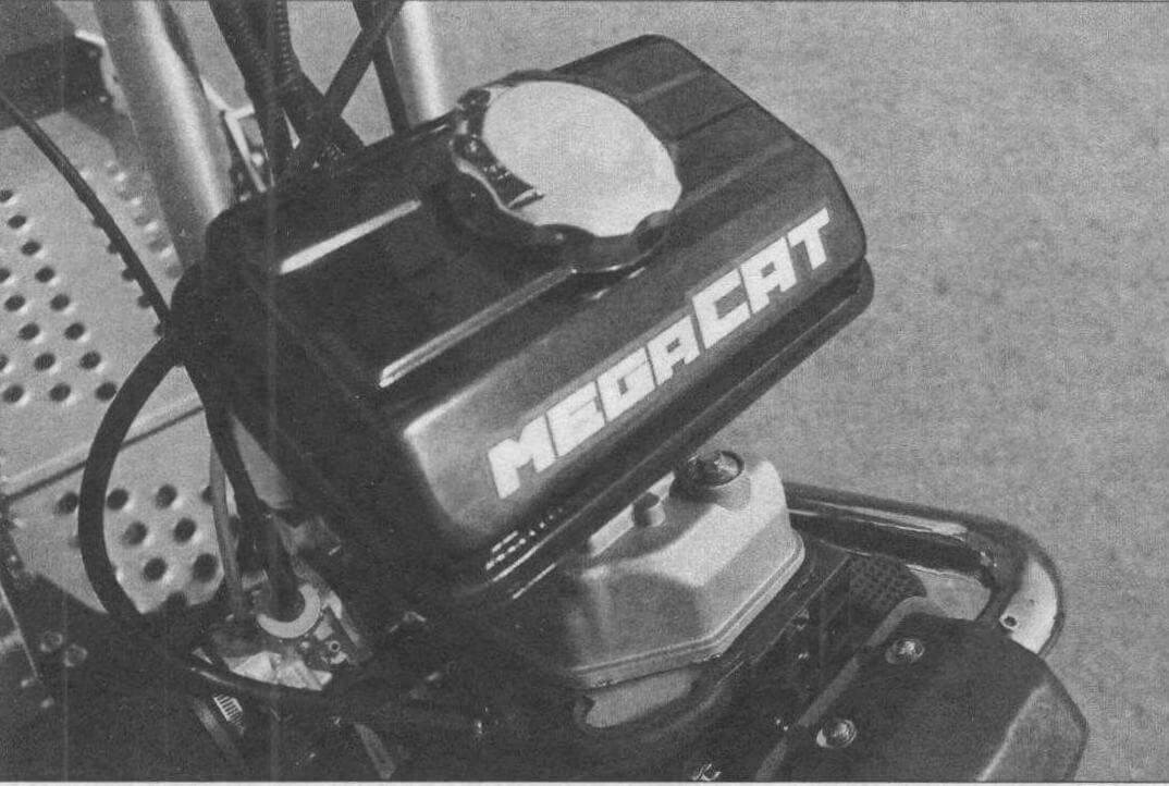 Объем бензобака невелик, но и техника не предназначена для больших пробегов