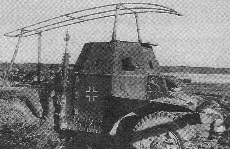 Радиомашина Pz.Spah.204 (f), подбитая на Восточном фронте.