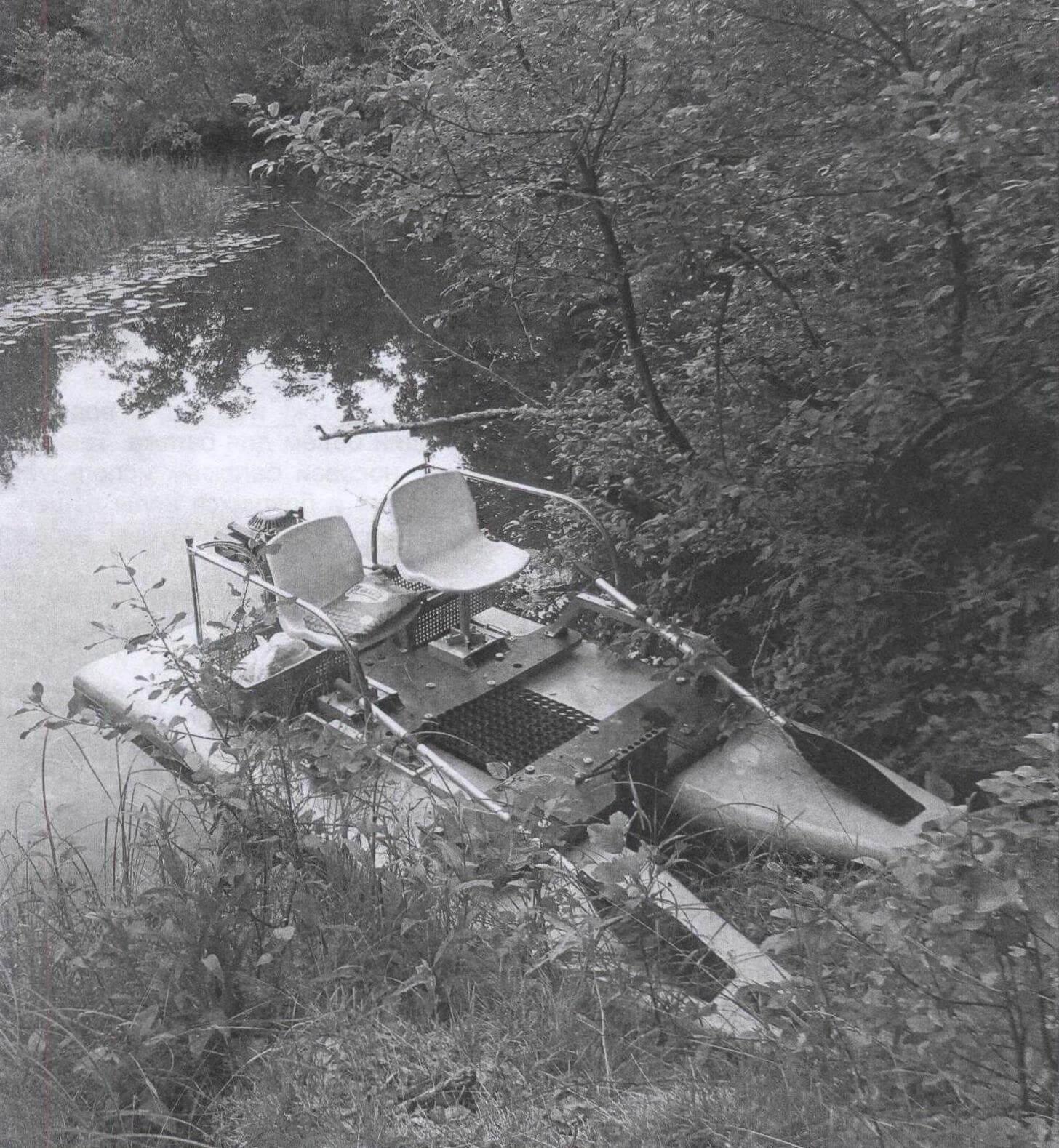 Река Червонка - приток волжской Медведицы. На таких небольших заросших водоемах компактный и легкий «болотоход» незаменим!