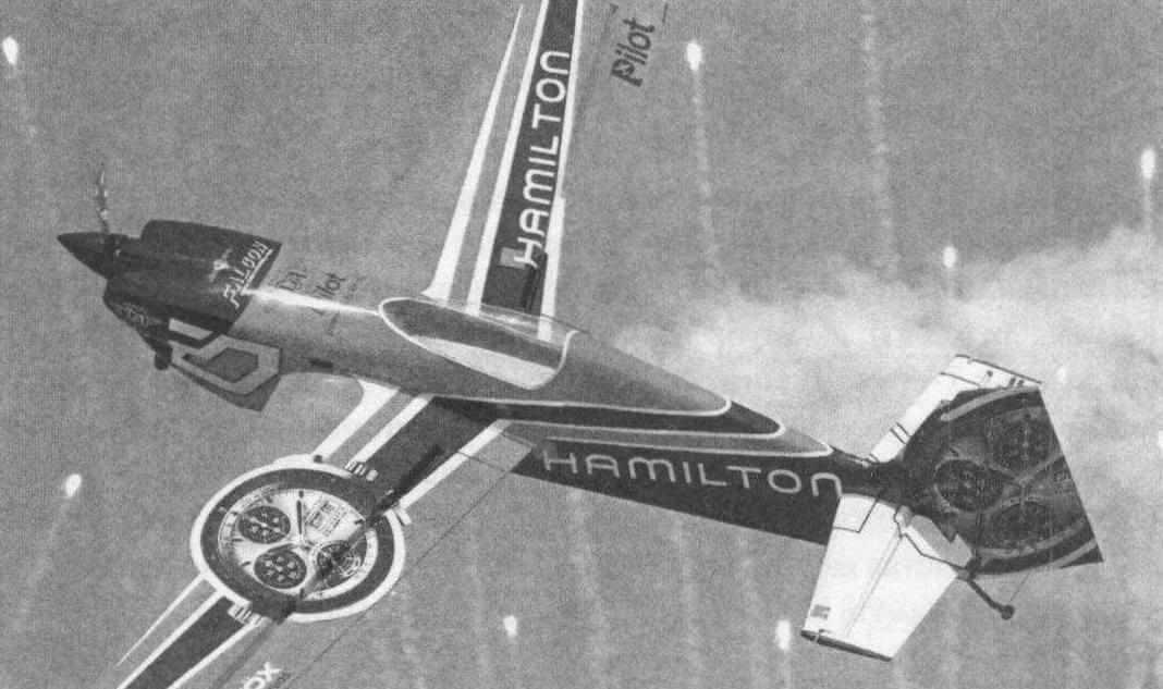 Полеты моделей сопровождались пиротехническими эффектами