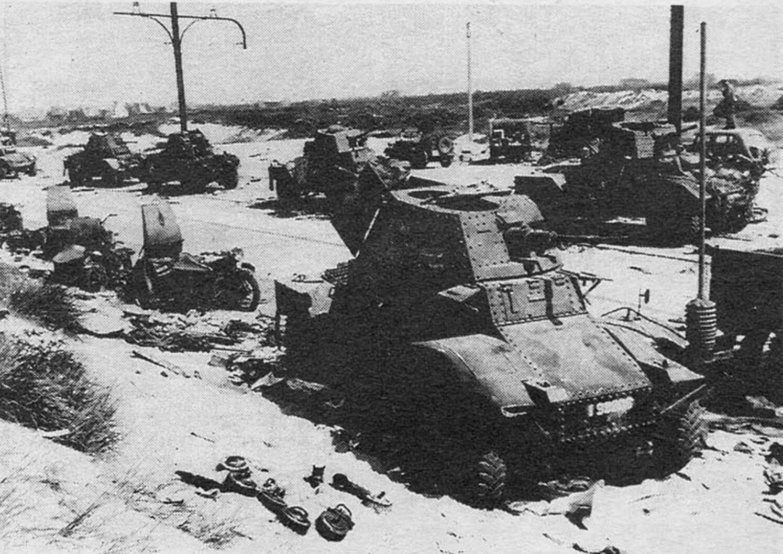 Бронеавтомобили АМД-35, брошенные при отступлении французских войск. Франция, июнь 1940 года.