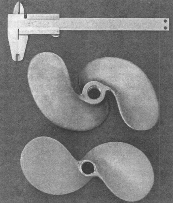 «Болотоходные» винты левого вращения: сверху-стальной отечественный американского типа, снизу-тайский из алюминиевого сплава. Посадочная резьба винтов одинакова - M18x2,5