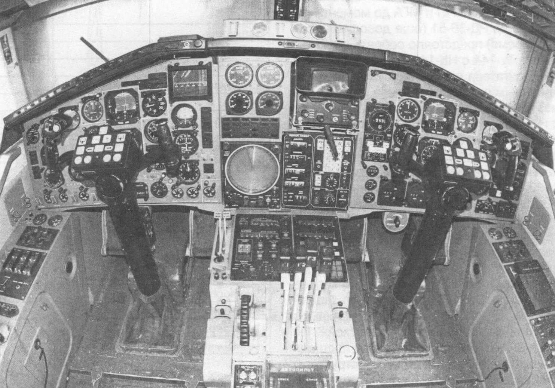 Кабина пилотов самолета Ту-144Д