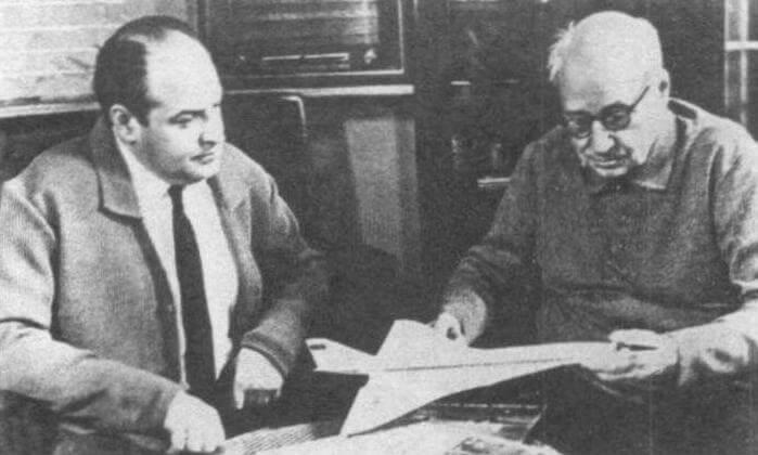 Генеральный конструктор А.Н. Туполев (справа) и А.А. Туполев, фото 1968 года