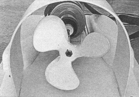 Гребной винт вырезан из ПВХ-листа толщиной 10 мм